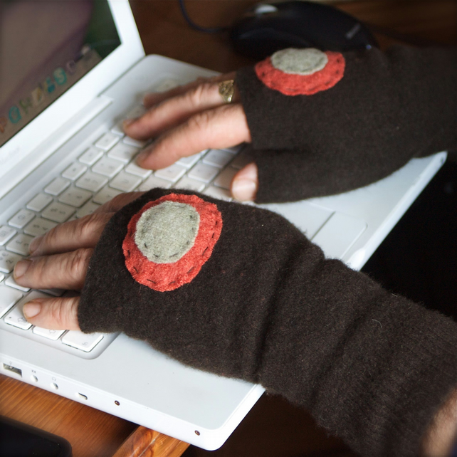 Mens fingerless gloves recycled lambswool cashmere (brown circles)