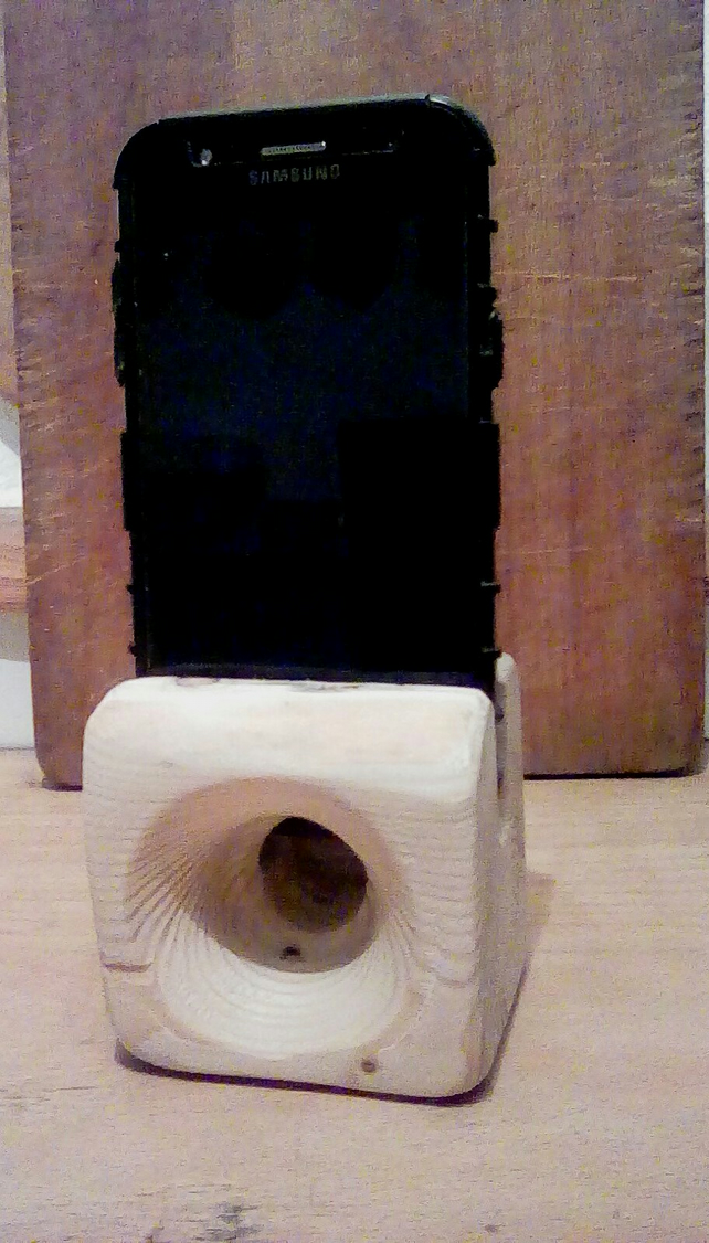 Driftwood phone dock and passive speaker