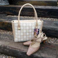 Handbag with zip top fastener in cream leather, lace and gold silk