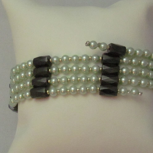 Magnetic hematite and glass pearl necklace (218)
