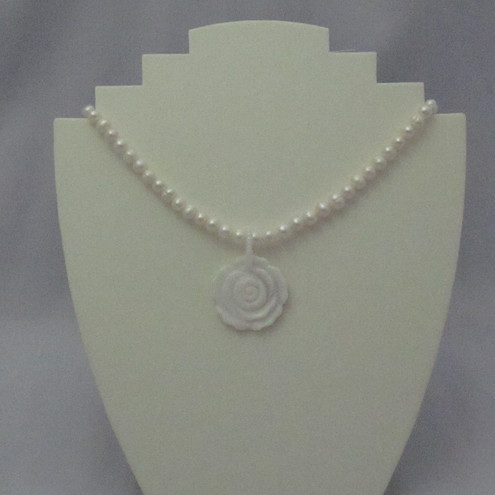 Freswater pearl necklace with shell pendant (7)