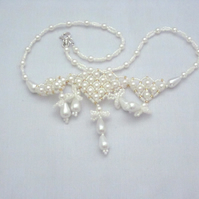 White glass pearl and seed beads necklace (328)