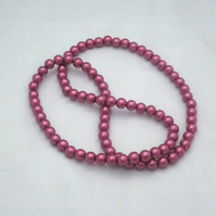 Hot pink glass pearl necklace (353)