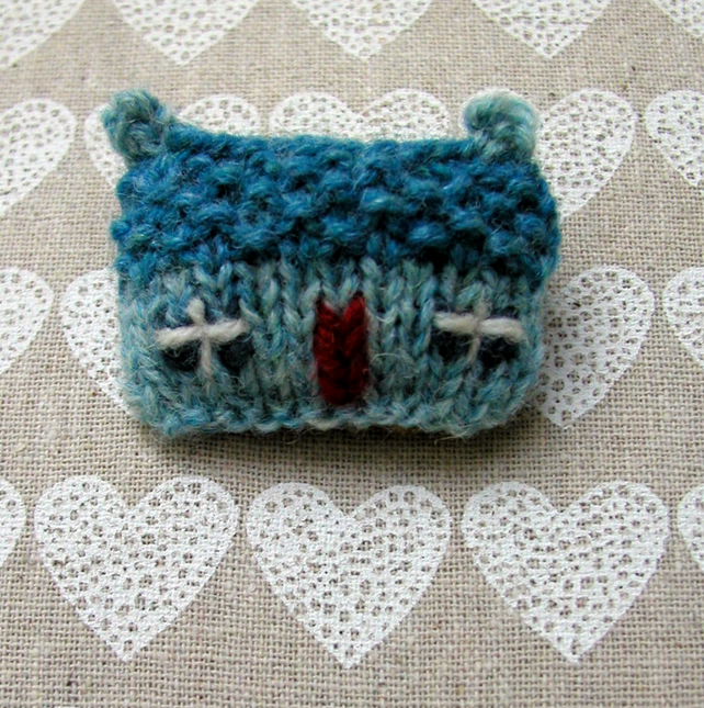 Brooch Pin Knit and Embroidery Sea Surf Cottage