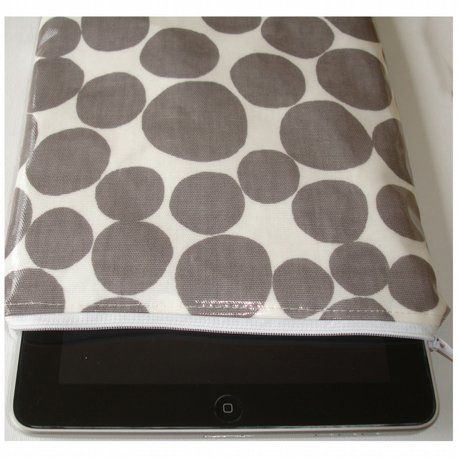 iPad Mini PVC Zip Case Cover Pouch Sleeve Grey and White Pebbles
