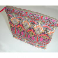 Liberty Ianthe Art Deco Nouveau Cosmetics Travel Bag Washbag