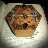 Red Jewelled Dragonfly Box