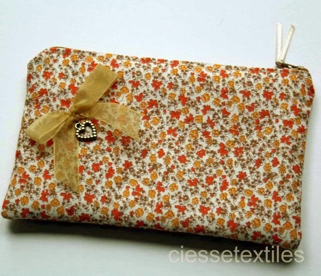 Make Up Bag, Cosmetics Purse, Floral Fabric, Heart Charm
