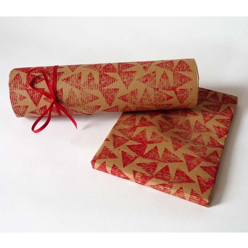 Falling leaves giftwrap - red