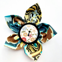Flower brooch brown (brown floral button)
