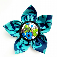 Flower brooch blue (multi floral button)
