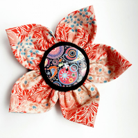 Flower brooch red (cosmic button)