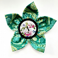 Flower brooch green (pink floral button)