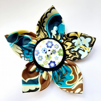 Flower brooch brown ( green floral button)