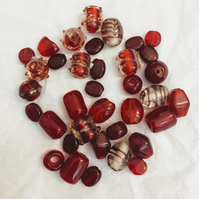 35 Glass Beads Red Mix