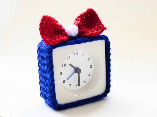 alarm clock cosy, knitted alarm clock cozy cover