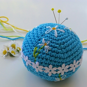 Pincushion, Crochet pincushion, daisy pincushion, pin tidy, turquoise craftroom