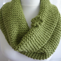 Chunky cowl, handknitted green cowl, knit neckwarmer, free brooch