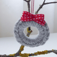 Crochet wreath, mini wreath, grey Christmas tree decoration, Christmas wreath