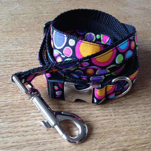 Dog collar and lead set.