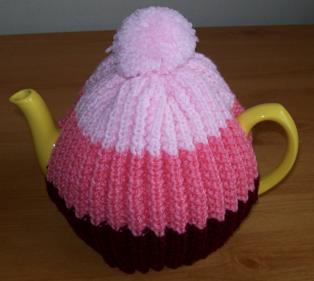 Knitting pattern for a three tone ribbed tea cosy - Folksy