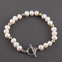 Gorgeous ivory and green freshwater pearl bracelet