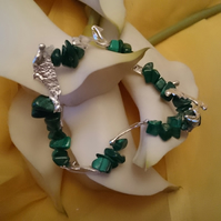 Melted sterling silver and malachite elasticated bracelet