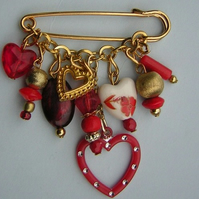 Red/gold coloured hearts kilt pin brooch