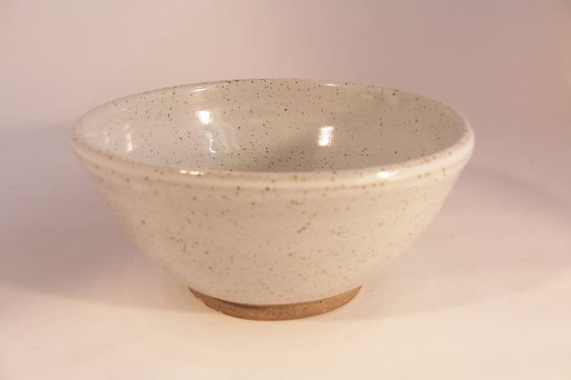 Made to order. A set of 6 breakfast bowls, glazed in speckled white.