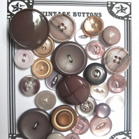27 Vintage Lilac Buttons