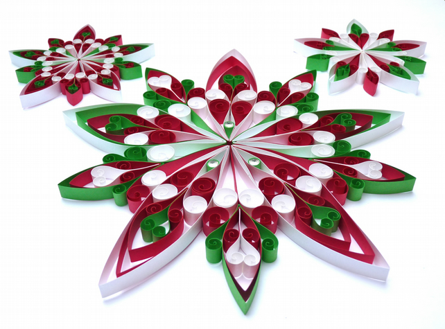 Set of 3 Christmas wall hangings. Quilled