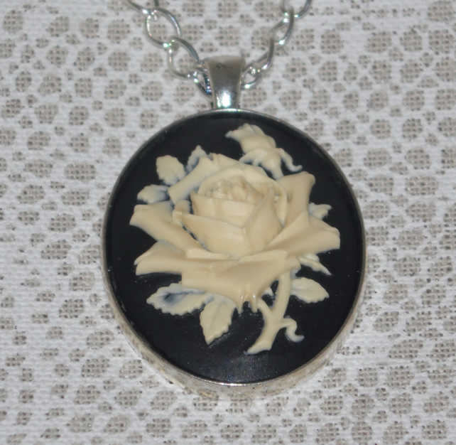 Traditional Rose Cameo Necklace