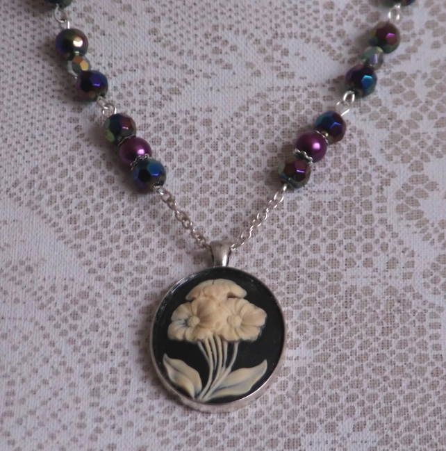 Traditional Flower Cameo Necklace