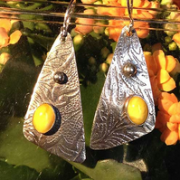 Butter Amber small Sail earrings
