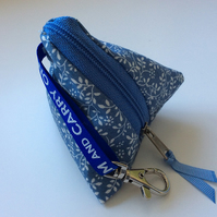 Sky blue vine print mini-mini pyramid purse