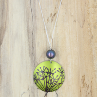 Lime green anodised aluminium cow parsley circle necklace with pearl.