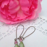 Earrings,vintage melon stone glass earrings.