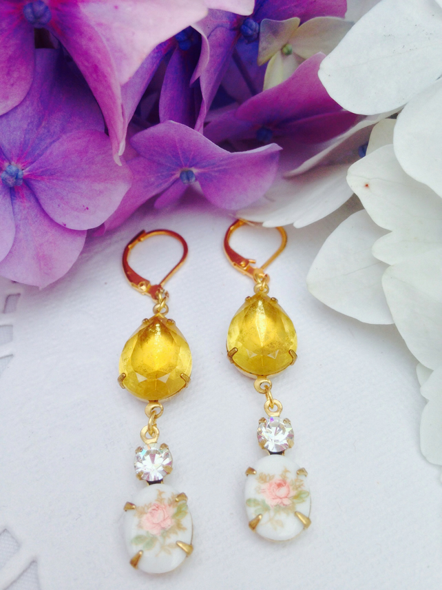 Pretty Vintage flower glass and rhinestone earrings. Gift for her. Free UK P&P