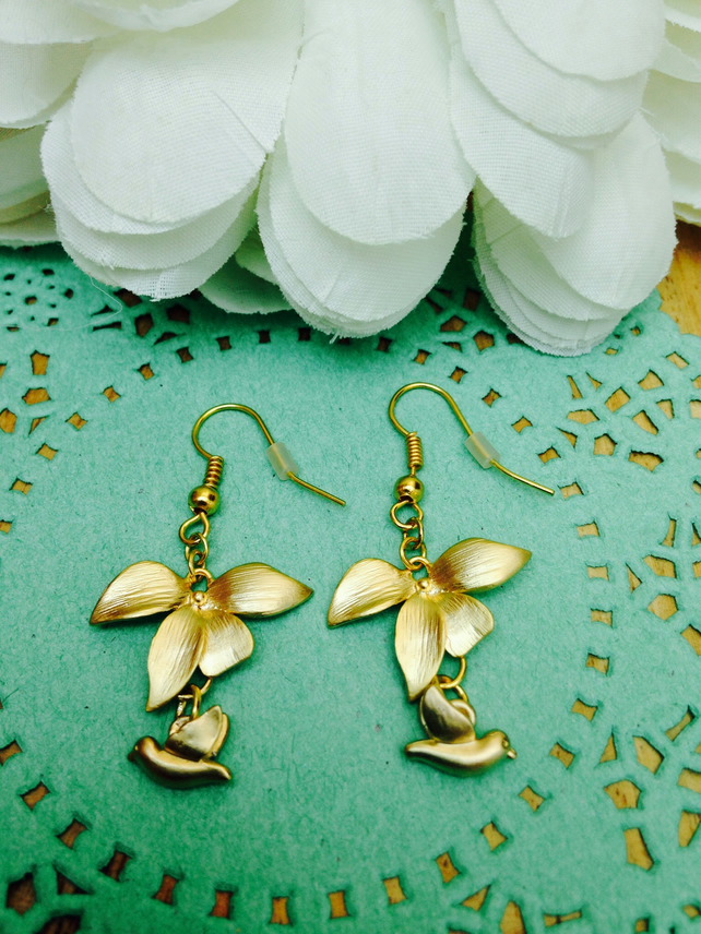 Stunning gold flower and bird earrings. FREE UK P&P