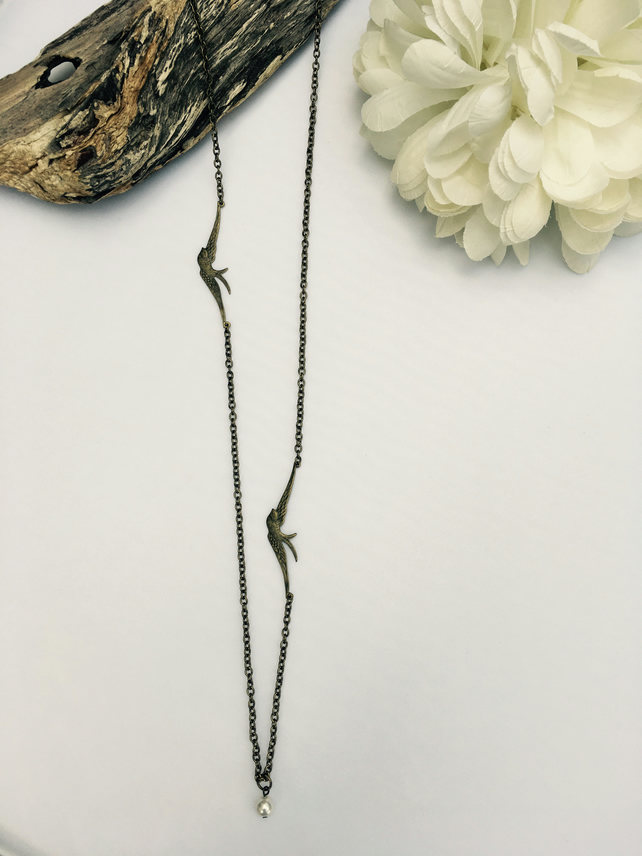 Free UK P&P. Bird necklace in antique gold.