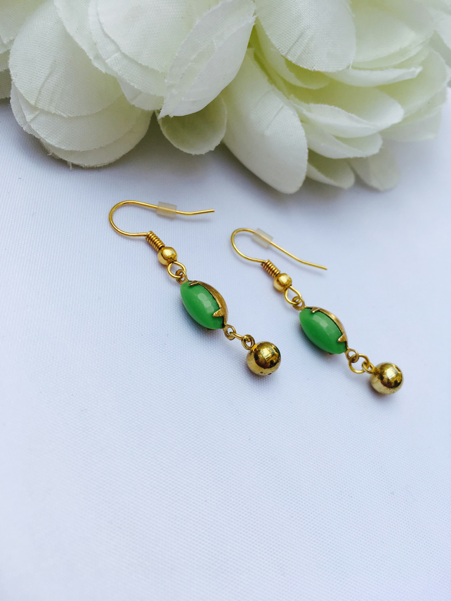 Vintage pea green earrings. Prom,wedding,party,glamour,evening, gift for her