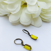 Sunshine yellow vintage glass stone earrings. Summer,wedding,party,evening
