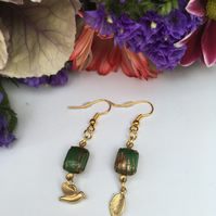 Free UK p&p. Vintage green and gold earrings