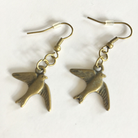Free UK p&p. Vintage style small bird earrings