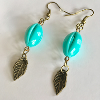 Free UK p&p. Vintage style earrings