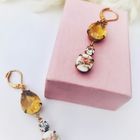Flower yellow pear shaped glass and round rhinestone crystal earrings.