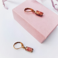 Vintage earrings in salmon pink marble