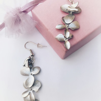 Flower and bird earrings .
