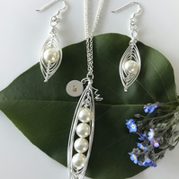 Handmade cream swarovski crystal pearl pea pod necklace and earring set