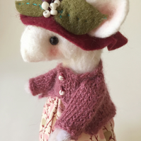 Autumnal Anette - Collectable Mouse Ornament